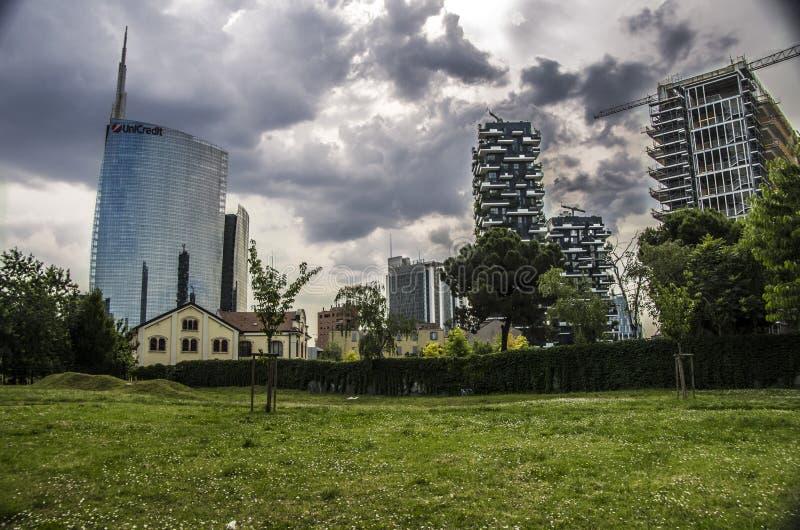 gratte-ciel chez Porta Nuova à Milan, Italie images stock