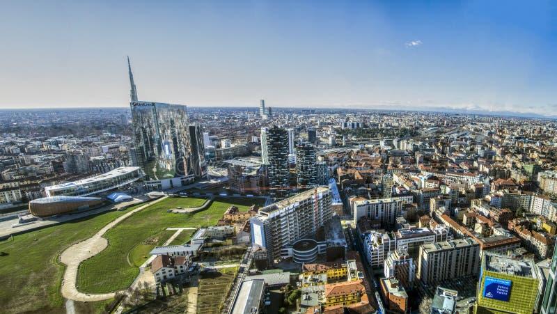 gratte-ciel chez Porta Nuova à Milan, Italie image stock