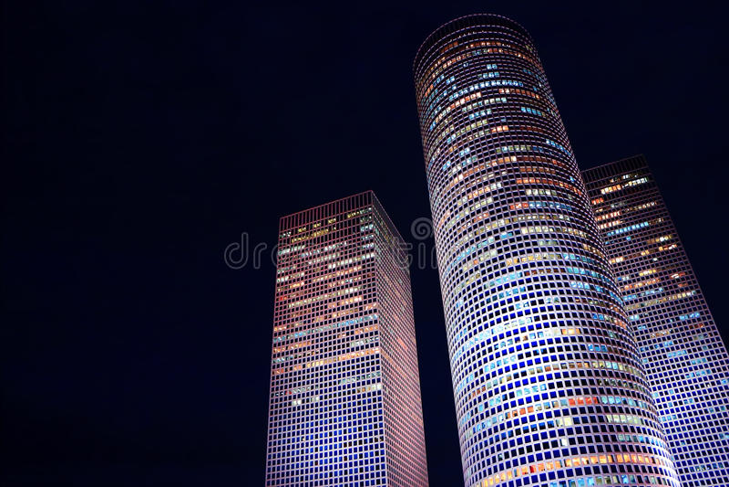 Gratte-ciel de nuit photo libre de droits