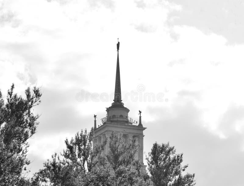 Gratte-ciel dans le style néoclassique dans le St Petersbourg image libre de droits