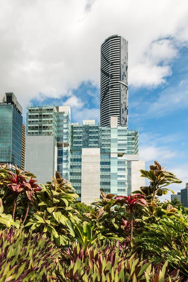 Gratte-ciel de Brisbane près du parc Roma Street Parkland photo libre de droits