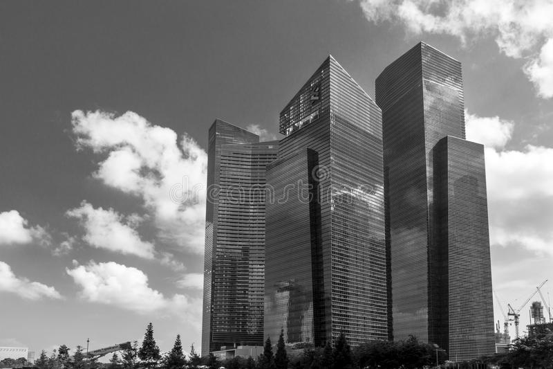 Gratte-ciel de district des affaires de Singapour noirs et blancs photo libre de droits