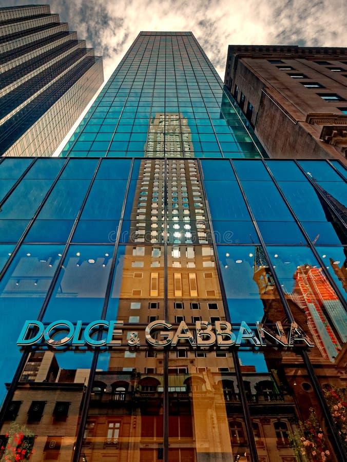 Gratte-ciel de marque de mode de Dolce et de Gabbana sur la 5ème avenue Manahattan photos stock