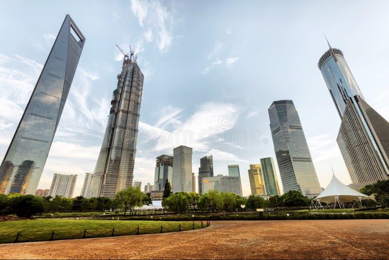 Gratte-ciel de place financière de Changhaï Lujiazui photographie stock libre de droits