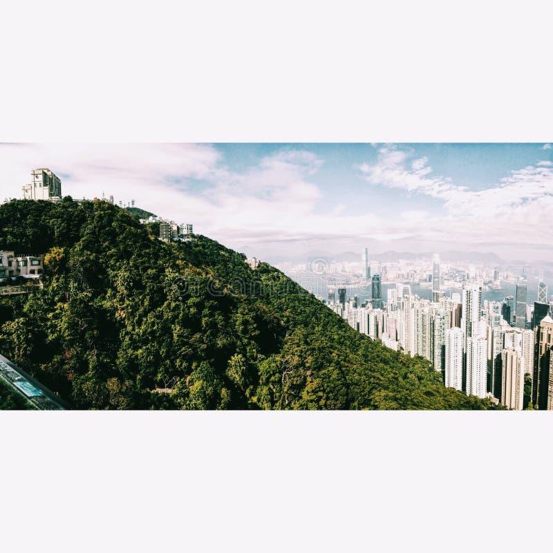 Gratte-ciel de ville au-dessus d'A images stock