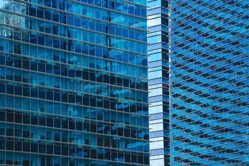 Gratte-ciel en verre bleus photographie stock libre de droits
