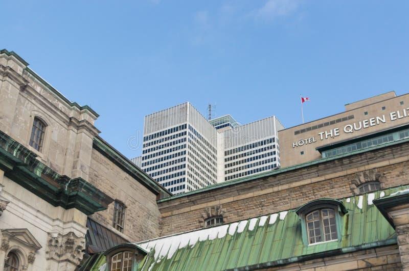 Gratte-ciel et la Reine Elizabeth Hotel de l'endroit un de Victoria photographie stock libre de droits