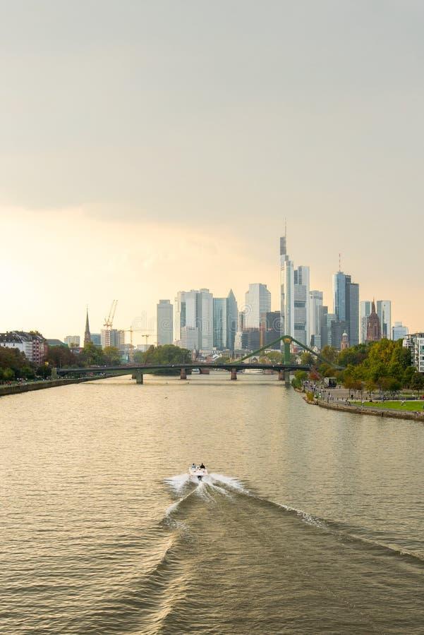 gratte-ciel financiers d'horizon de Francfort de district images stock