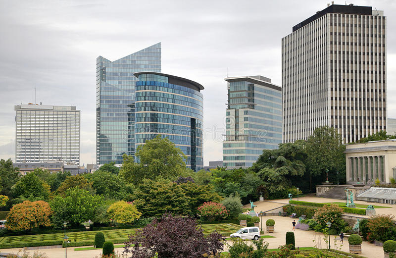 Gratte-ciel le jour nuageux à Bruxelles photos libres de droits