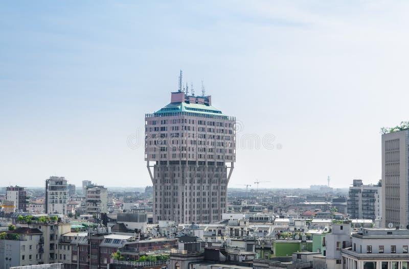 Gratte-ciel moderne de tour de Torre Velasca au centre de la ville de Milan, Ital photographie stock libre de droits