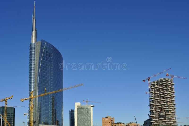 Gratte-ciel neufs de Milan en construction images libres de droits