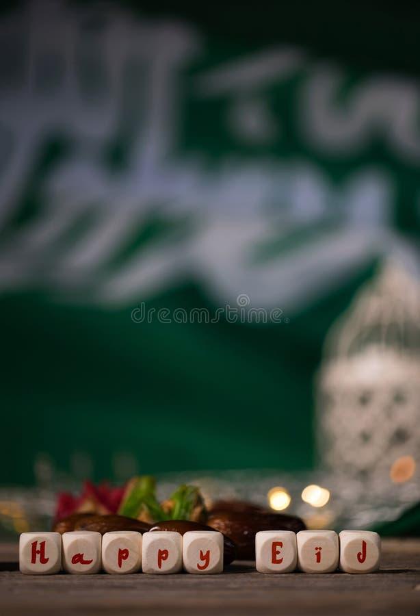 Gratulacyjny SZCZĘŚLIWY EID komponujący drewniany dices zdjęcie stock