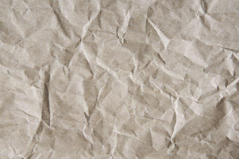 Grau-brauner Hintergrund des zerknitterten Packpapiers, Beschaffenheit von Grauem geknittert vom alten Weinlesepapier lizenzfreie stockfotografie