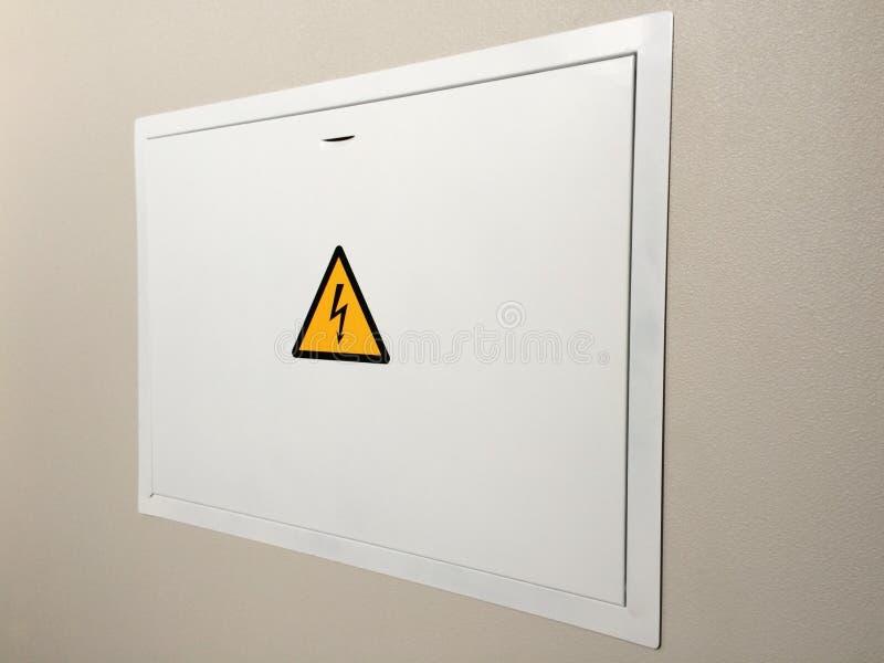 Grau hing Stromversorgungseinheit von der Wand, elektrische Klappe ab lizenzfreies stockbild
