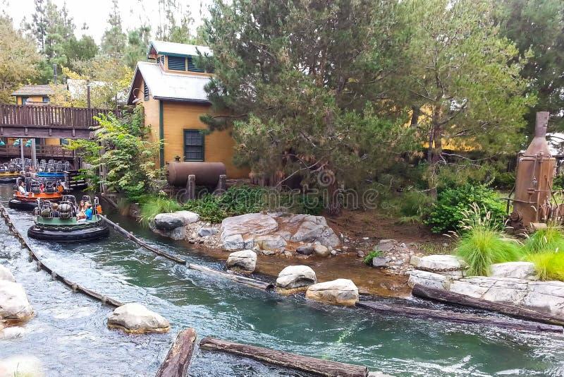 Graubär-Fluss-Flößenanziehungskraft an Disneys Kalifornien-Abenteuer stockfoto