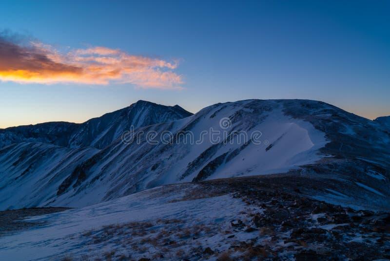 Graubär-Spitze bei Sonnenaufgang lizenzfreies stockbild