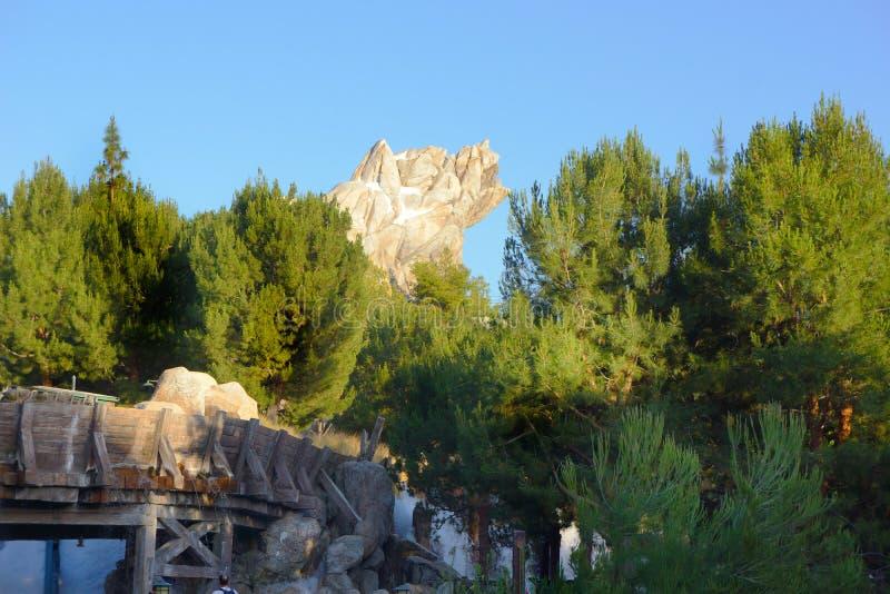 Graubär-Spitzen-Kalifornien-Abenteuer Disneyland stockbilder