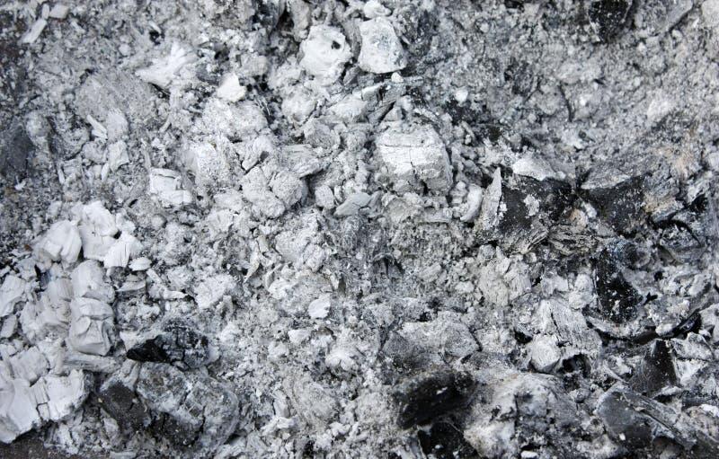 Graue Asche vom Brennofen, Hintergrundbeschaffenheit, Asche, graue Asche vom Holz lizenzfreies stockbild