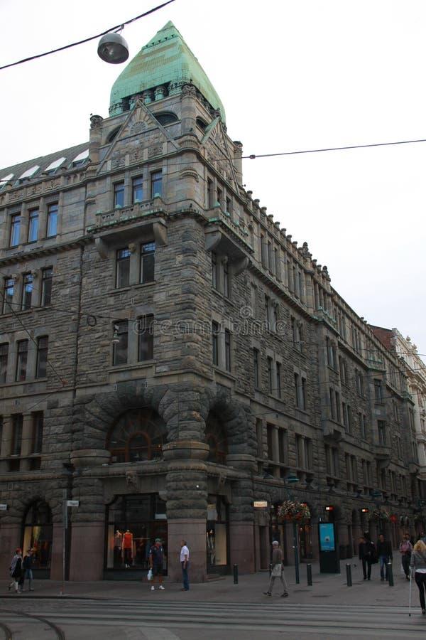 Graue Straße in der grauen Stadt lizenzfreies stockfoto