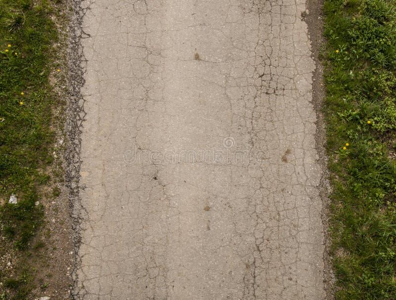 Graue Straße gebrochenes asphalt_2 lizenzfreie stockfotografie