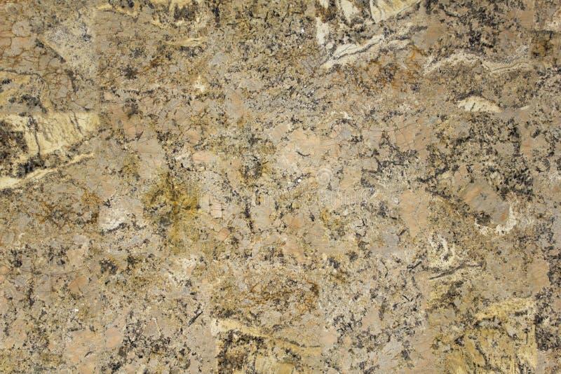 Graue weiße Granitoberfläche mit Sprüngen und schwarze weiße Stellen schließen oben Natürliche Beschaffenheit stockfoto
