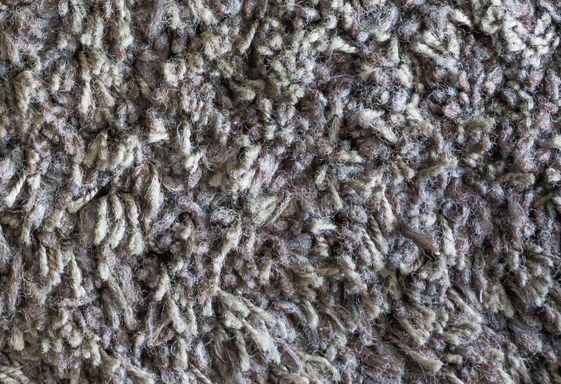 Grauer brauner Wollboden-Teppichabschluß herauf Makrohintergrundbeschaffenheit stockfotografie