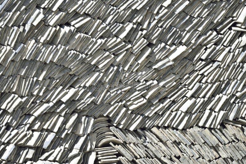 Grauer Lehmfliesenstapel lizenzfreie stockbilder
