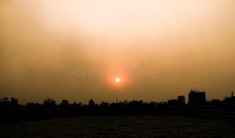Grauer Sonnenuntergang stockbild