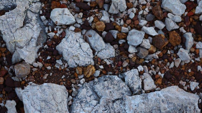 Grauer und brauner Steinweg stockfotos