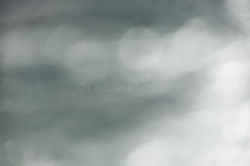 Grauer unscharfer Hintergrund mit bokeh stockbild