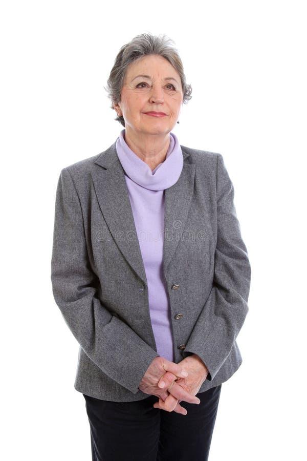 Grauhaarige ältere Dame - ältere Frau lokalisiert auf weißem backgrou lizenzfreies stockbild