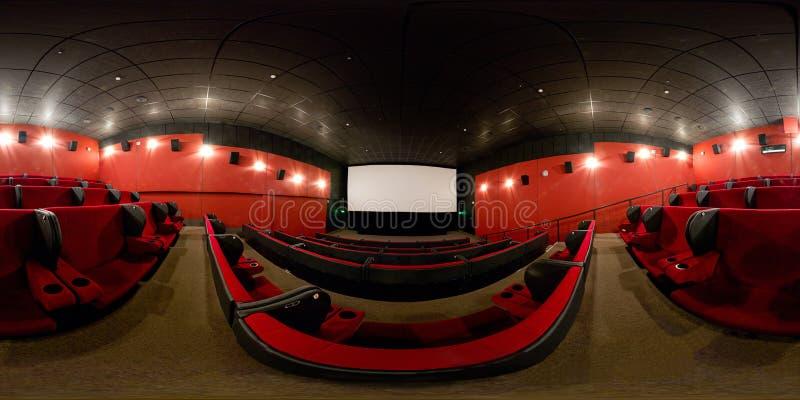 360 graus de panorama completo de um salão moderno do cinema fotos de stock