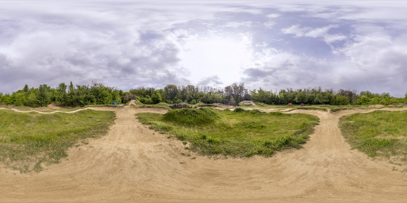 360 graus de panorama de uma trilha da bicicleta em Plovdiv, Bulgária imagens de stock royalty free