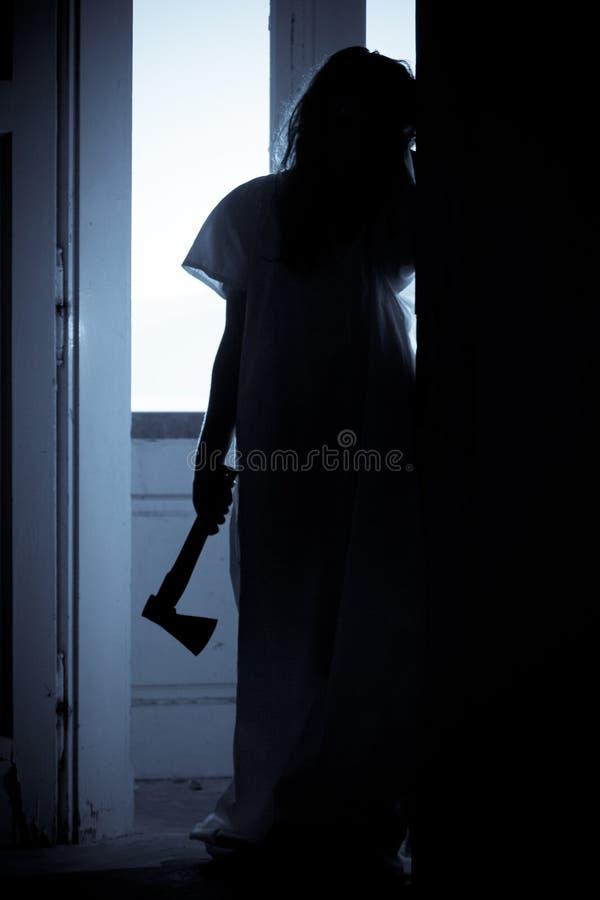 Grausigkeit-furchtsame Frau stockbild