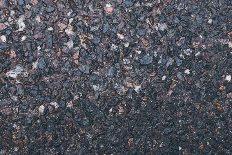 Grausteinhintergrund Abstraktes Kies-Muster Naturstraßenstruktur Rostmaterial Erdgeschoss auf der Straße Kleiner Braun und g stockfotos