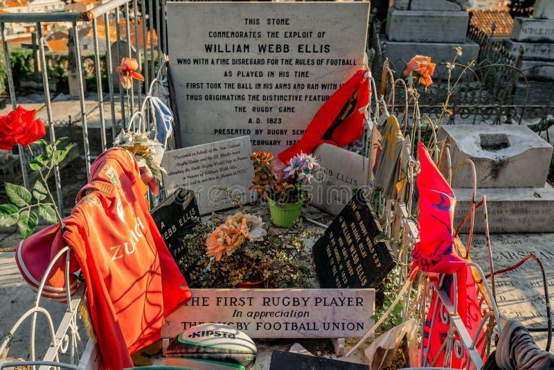 Grav av den första rugbyspelaren William Webb Ellis i stad av mig royaltyfri foto