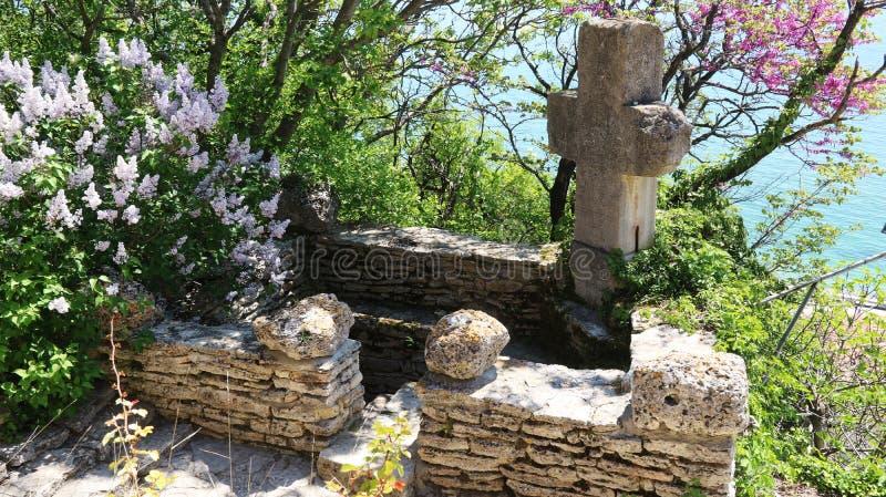 Grav gravvalv, feretory, urna, lya, grift av drottningen Maria - Regina Maria i Balchik slottslott av den rumänska drottningen Ma arkivbild