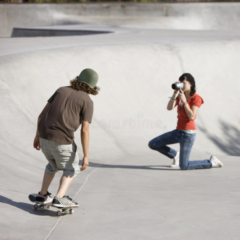 Gravando a ação do skate imagens de stock royalty free