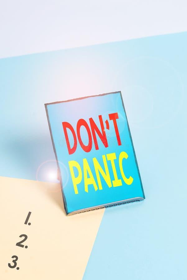 Gravando nota mostrando Don T Panic Foto comercial mostrando um súbito e forte sentimento de medo evita pensamentos razoáveis fotografia de stock