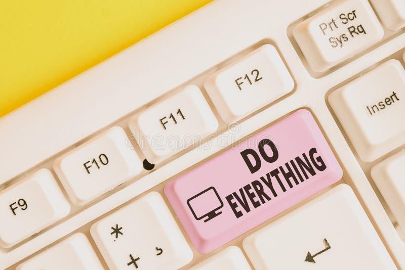 Gravando nota mostrando Fazer Tudo Foto comercial mostrando teclado de pc branco do Jack of All Trades Self-Esteem Ego Pride No L foto de stock