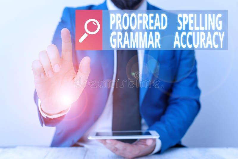 Gravando nota mostrando a Precisão Gramatical de Ortografia de Proofread Foto comercial mostrando correção gramatical Evitar erro foto de stock royalty free