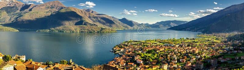 Gravedona och Lago di Como panorama arkivbild