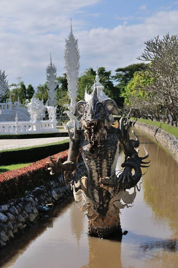 Graveer steenstandbeeld Wat Rong Khun stock foto