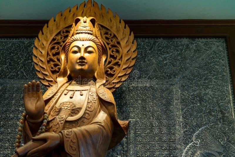 Graveer van gouden houten Guan Yin royalty-vrije stock foto's