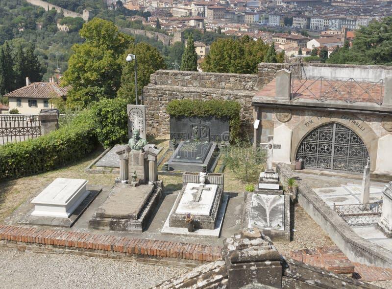 Graven en graven van oude begraafplaats delle Porte Sante in Florence, royalty-vrije stock foto's
