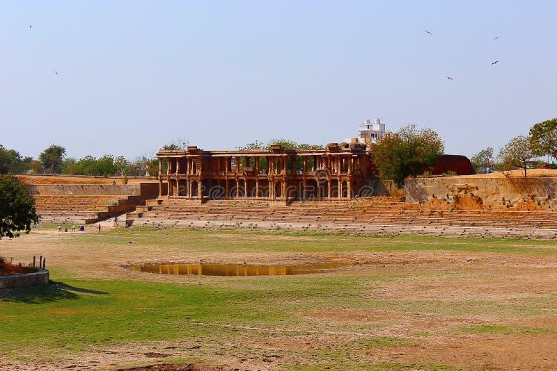 Graven van het Queens als Akropolis die ook van Ahmedabad wordt bekend Sarkehj Roza, Ahmedabad, Gujarat royalty-vrije stock foto