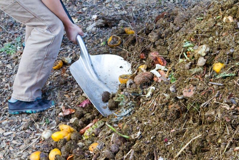 Gravend compost stock afbeelding