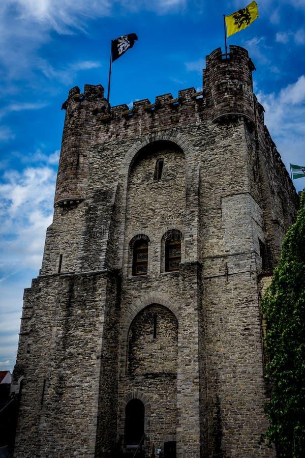 Gravensteen的墙壁和塔在跟特,比利时防御 免版税库存照片