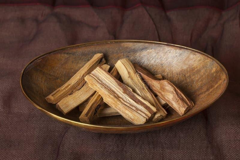 Graveolens del Bursera, sabidos en espa?ol como Palo Santo ?madera santa ? foto de archivo libre de regalías