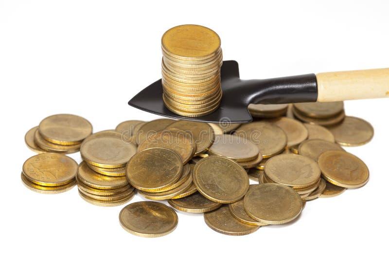 Graver een gouden muntstuk royalty-vrije stock foto's